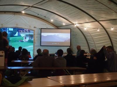 Sur À Sac Alpina Un Dos Dans Cinéma Le Randonner Via La H9Y2IeWDE