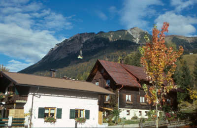 "Point : <input value=""Oberstdorf"" type=""button"" onclick=""document.location.href='/point/388';"" />"