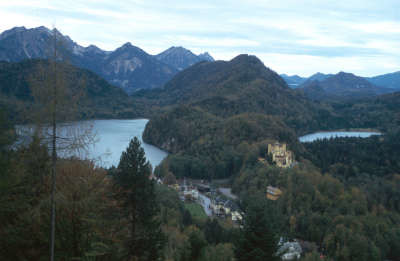 "Točka : <input value=""Schwangau"" type=""button"" onclick=""document.location.href='/point/364';"" />"